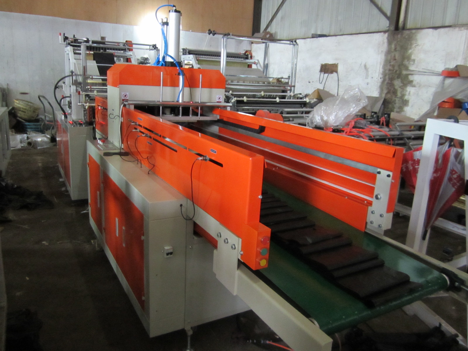 Full Auto Double-layer T-shirt Bag Making Machine (Cold-cutting Type)